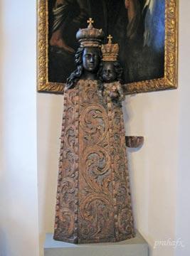 Оригинал статуи Черной Матери Божьей. Фото Галины Пунтусовой